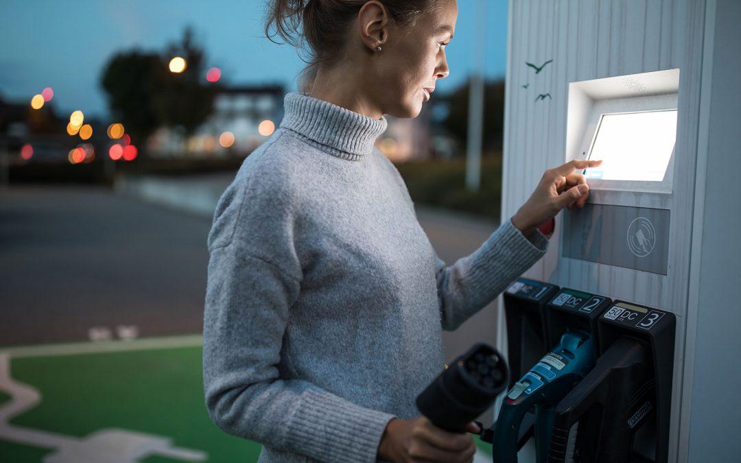 ElektromobilitätVernetzte E-Ladesäulen mit cleverem Komfort für Kunden und BetreiberProjekt anzeigen